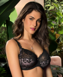 Generous Cups : Plus size full cup bra with wires