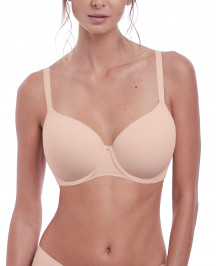 Generous Cups : Molded t-shirt bra with wires